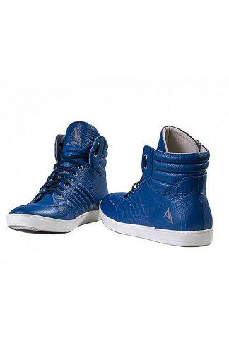 buty sneakers blue na białym tle