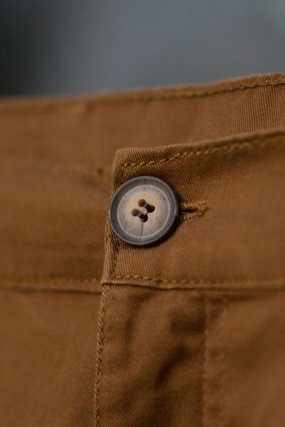 ajpa krótkie spodenki chino brązowy camel materiał